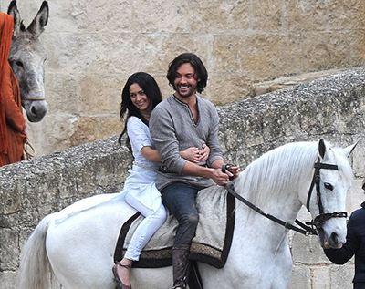 Esther con pantalones en la película Ben-Hur de 2016
