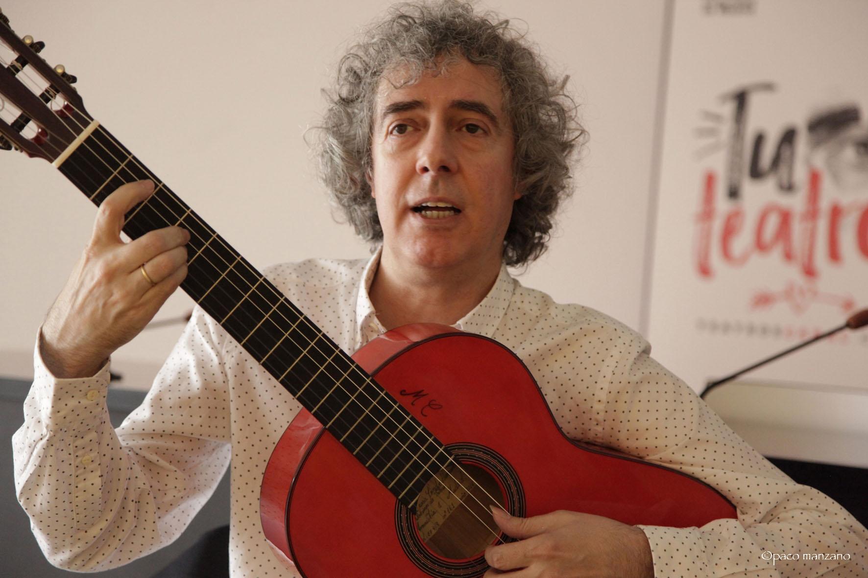 El crítico flamenco José Manuel Gamboa, a compás. Foto: Paco Manzano