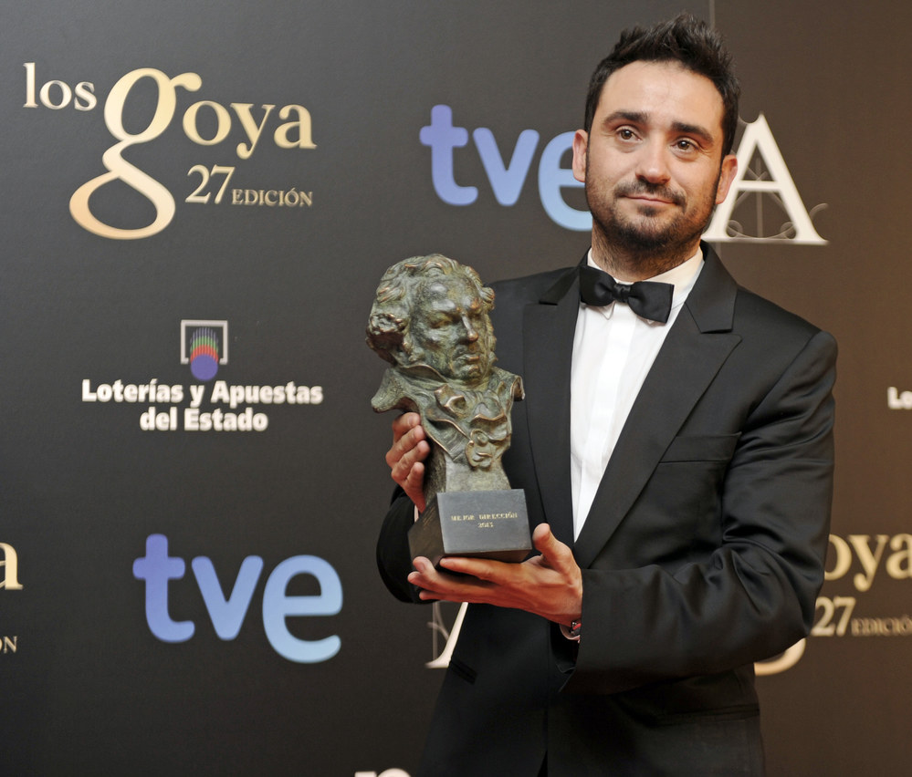 J. A. Bayona, con su Goya.